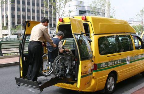 특별교통수단 이용 시 안전기준(안전벨트 착용, 안전교육 의무 등) 마련